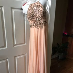 Sherri Hill Dresses - Sherri Hill Peach Formal dress worn once